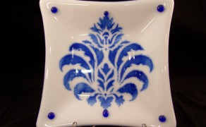 decor blue and white dish